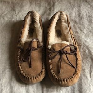BARELY WORN UGG slippers size 8!